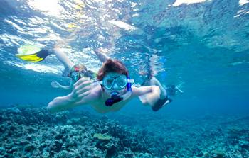 691231e2e Šnorchlovanie či potápanie s okuliarmi a dýchacou trubicou je vynikajúca  aktivita počas letnej dovolenky pri mori. Okrem toho, že si užijete  skutočnú krásu ...